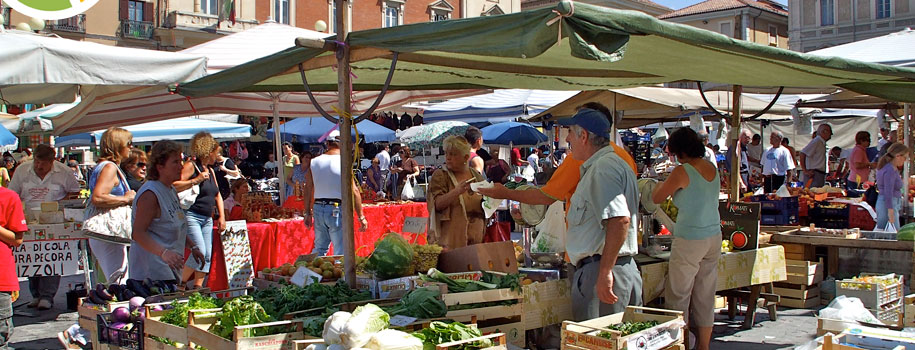 Most towns have a weekly street market. A real feature of Abruzzo daily life - and well worth a visit during your holiday !
