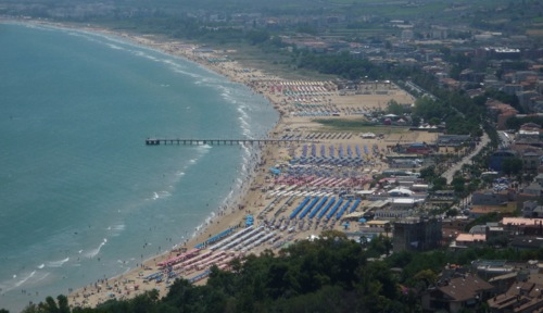 Sunbed City on the beach at Vasto