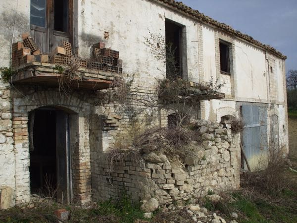 This is the barn that was earmarked t becime our three rental villas