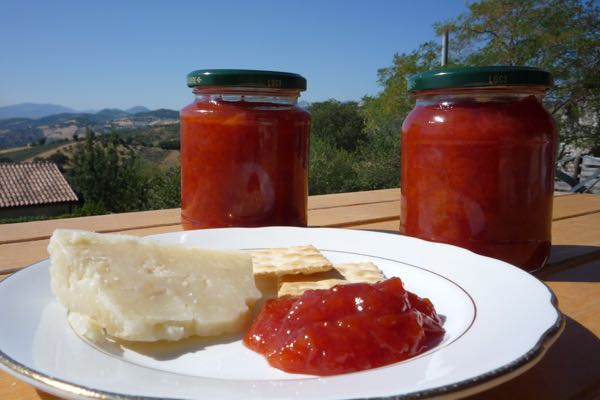 Home-made peach chutney and a wedge if strong Pecorino cheese. Delicious !